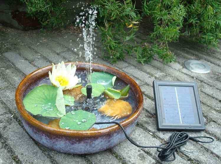 Solar powered submersible fountain